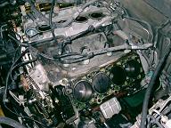 シリンダーヘッドを取り外したナビゲーターのエンジンルーム