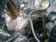 エンジンタペットカバーとフロントカバーを取り外した状態